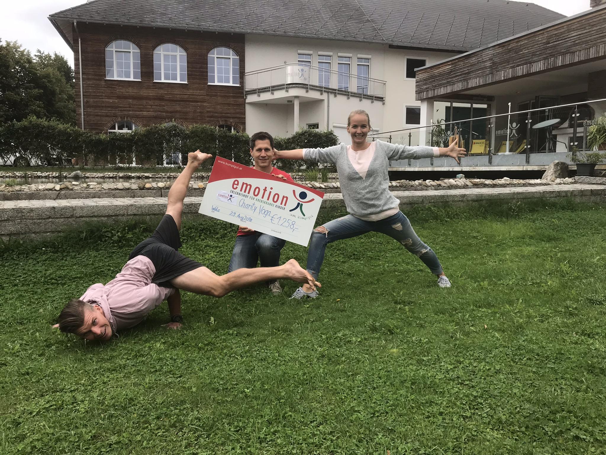 Gernot Lederbauer lud zum Charity Yoga auf das Kumplgut in Wels ein
