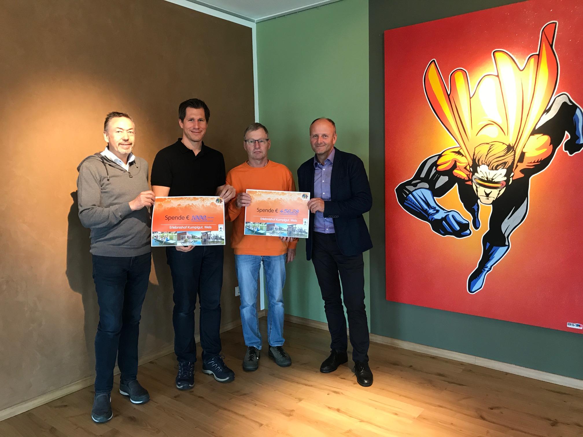 Firma Synthesa übergibt Spendenscheck an den Erlebnishof