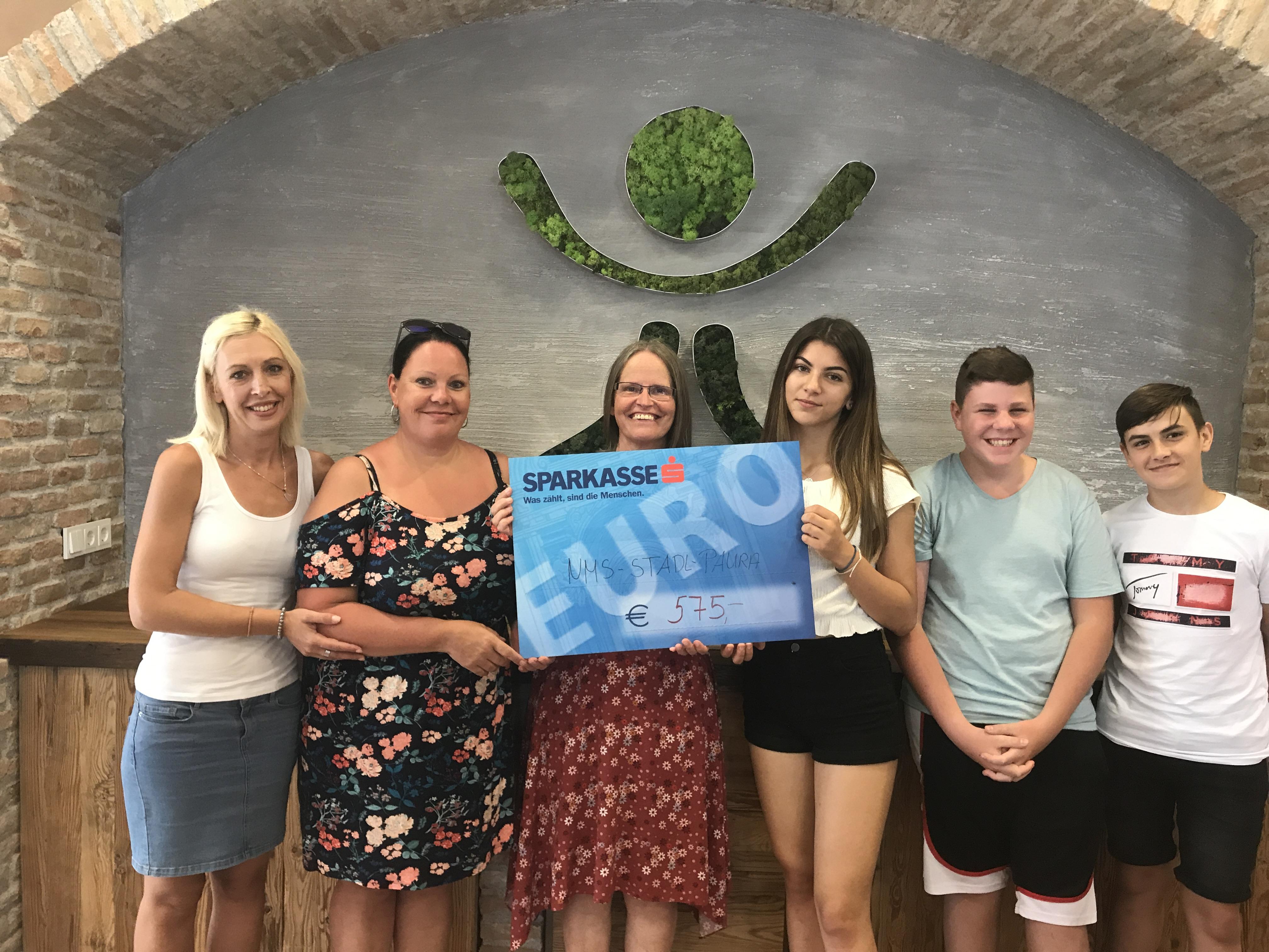NMS Stadl Paura überreicht Spendenscheck
